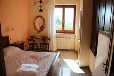 camera matrimoniale con vista su Montefalco